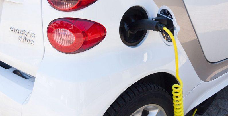 Predloženo privremeno smanjenje carina na nove i ukidanje na električne automobile