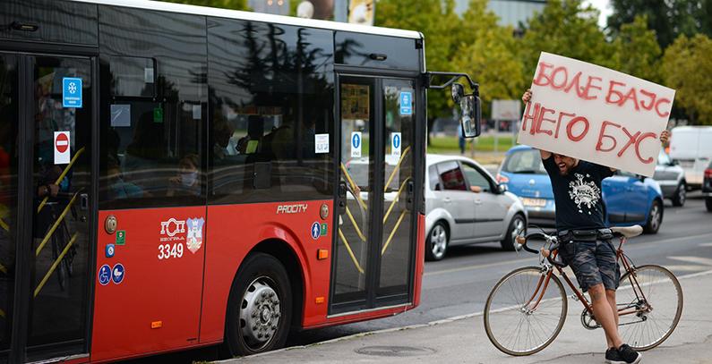 prevari-guzvu-sedi-na-bajs-ulicna-akcija-evropska-nedelja-mobilnosti