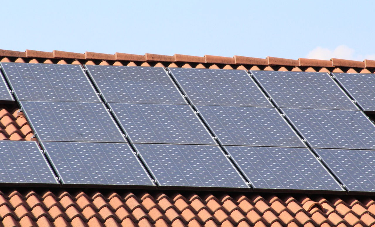 Ministry to prepare tenders for photovoltaic facilities in Greece
