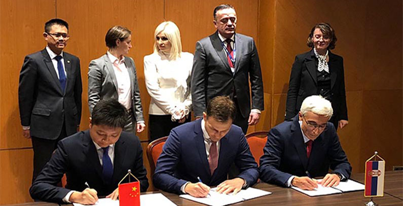 Belgrade Mayor signs contracts with Chinese companies to build waste water plant and heating pipeline