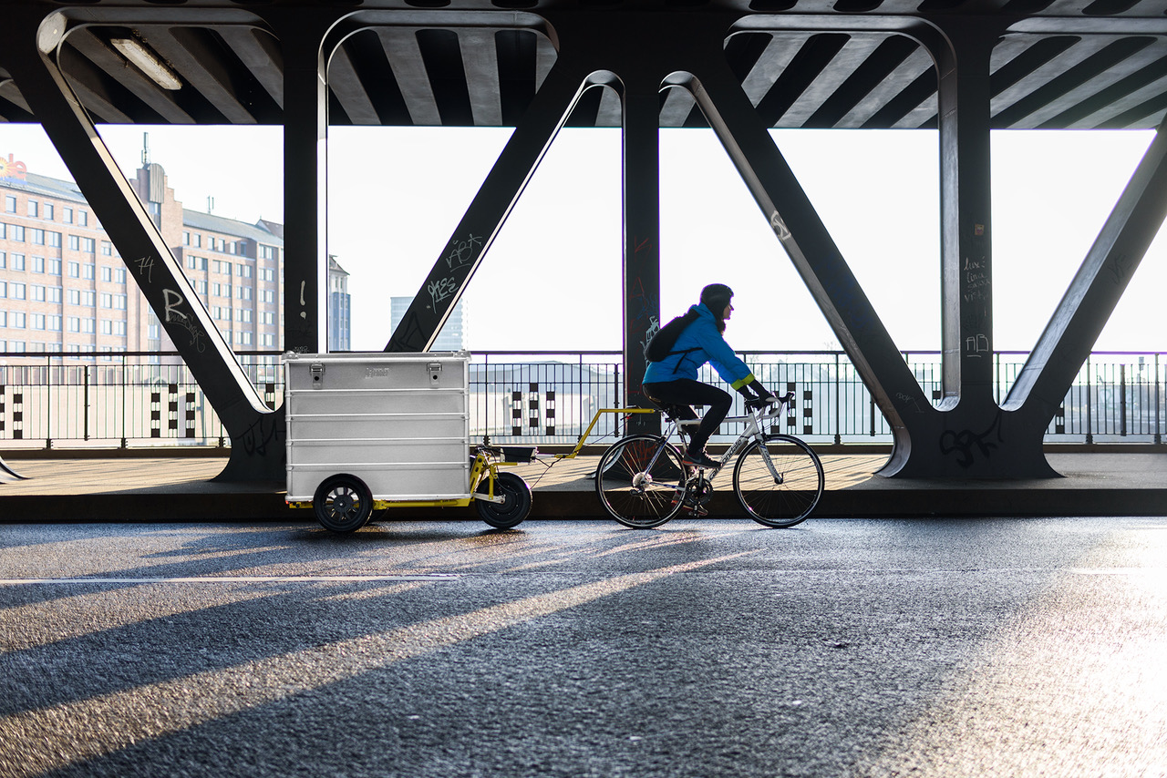 NÜWIEL's electric-powered bike trailer brings sustainable mobility closer to your doorstep