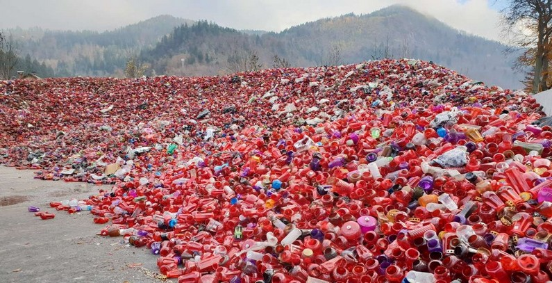 Slovenia plans emergency removal of piled up packaging waste, tomb candles