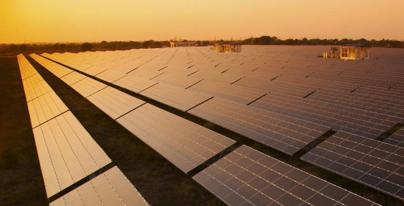 Contract signed to build 250 MW solar power plant
