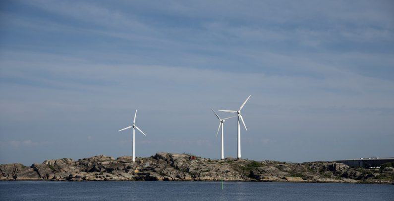Greece to auction 600 MW in wind, solar capacities