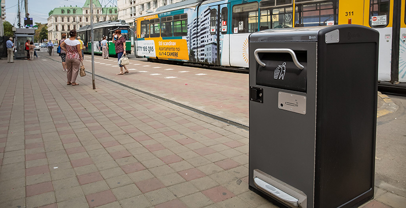 Romania-town-Iasi-smart-waste-bins-solar