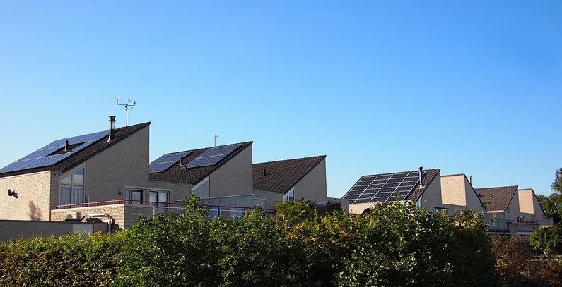 European Parliament backs mass buildings renovation, rooftop solar plan